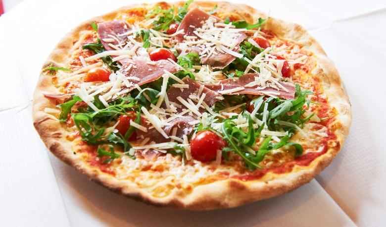 Knusprige Pizza Ciao Ana